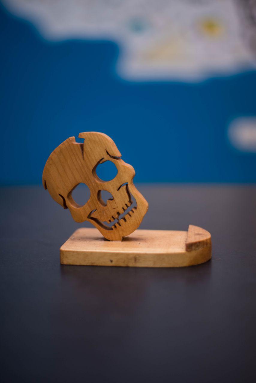 smartphone stand (skull)