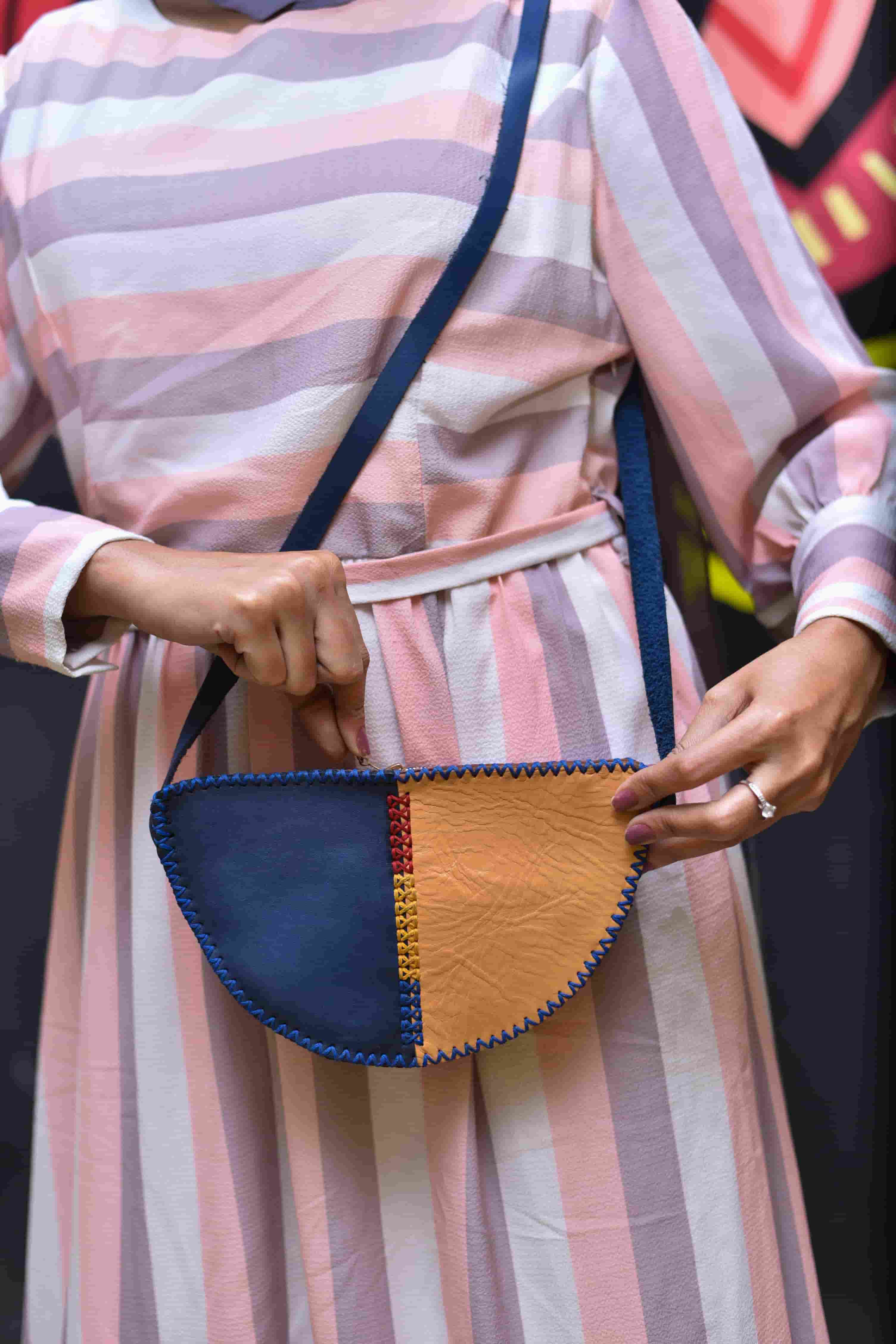 Half circle shoulder bag \ Medium